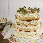 Erdbeertorte mit weißer Schokolade und Mandeln