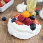 Fruchtige Mini Pavlova