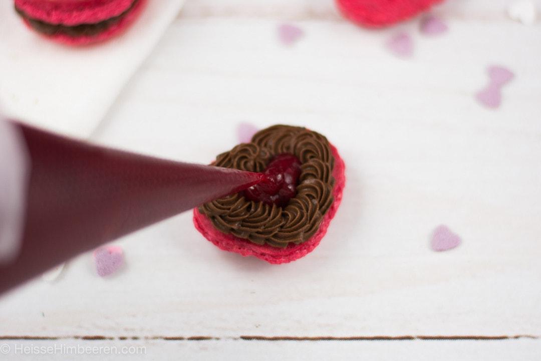 valentins macarons kleines geschenk heisse himbeeren. Black Bedroom Furniture Sets. Home Design Ideas