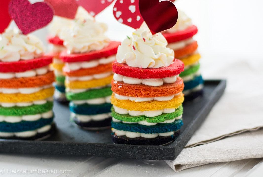 Bunte Regenbogenkuchen Heisse Himbeeren