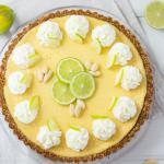 Limetten Pie – eine Hommage an die grüne Schwester der Zitrone mit einem knusprigen Butterkeks und Mandel Boden und einer fruchtig frisch, herrlich cremig und unglaublich leckeren Limettencreme