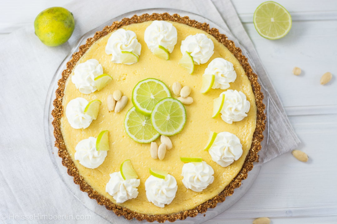 Limetten Pie mit Butterkeks-Mandelboden