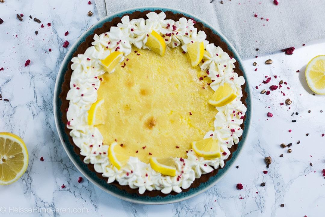 Zitrone Tarte mit Mascarpone Creme und knusprigen Schoko Mürbeteig