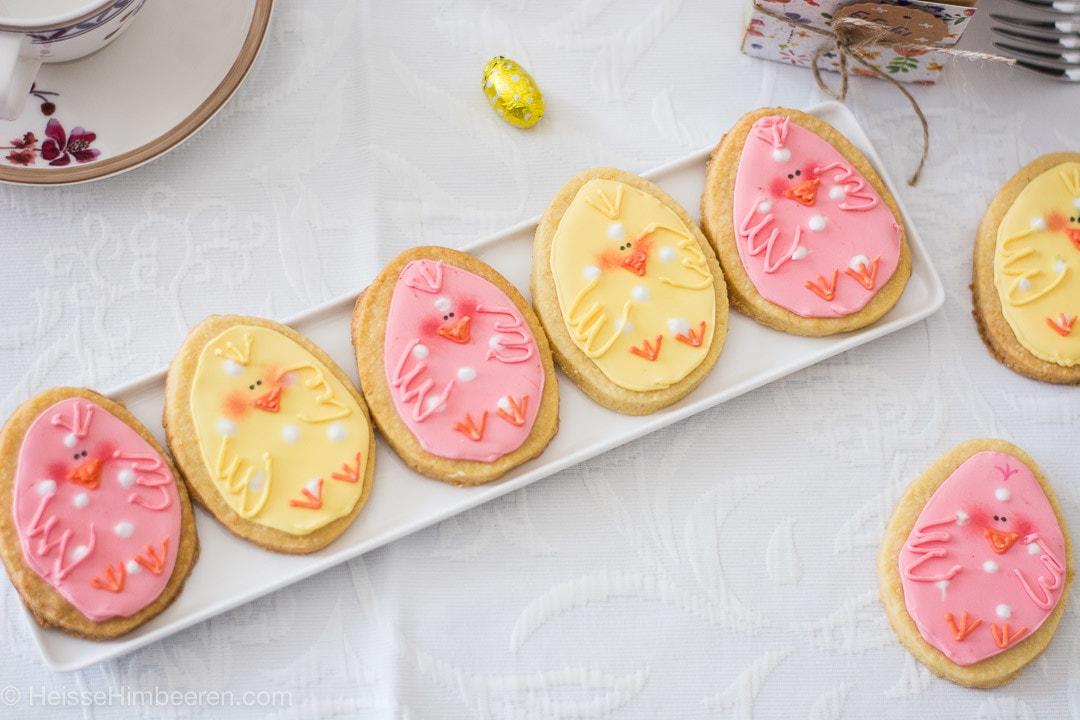 Osterkekse aus leckeren Mürbeteig im Kükendesign