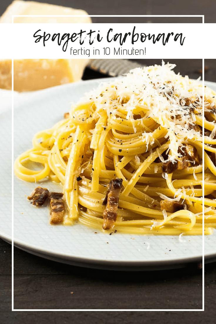Es gibt wenig, dass zufriedener macht als ein Teller Nudeln. Pasta, wenn Du es italienisch willst. Mit knusprigem Speck und einer cremigen Sauce kombiniert ist der Hochgenuss perfekt. Für die besten Spagetti Carbonara brauchst Du nur 5 Zutaten und 10 Minuten Zeit. Machbar auch noch nach dem längsten Arbeitstag.