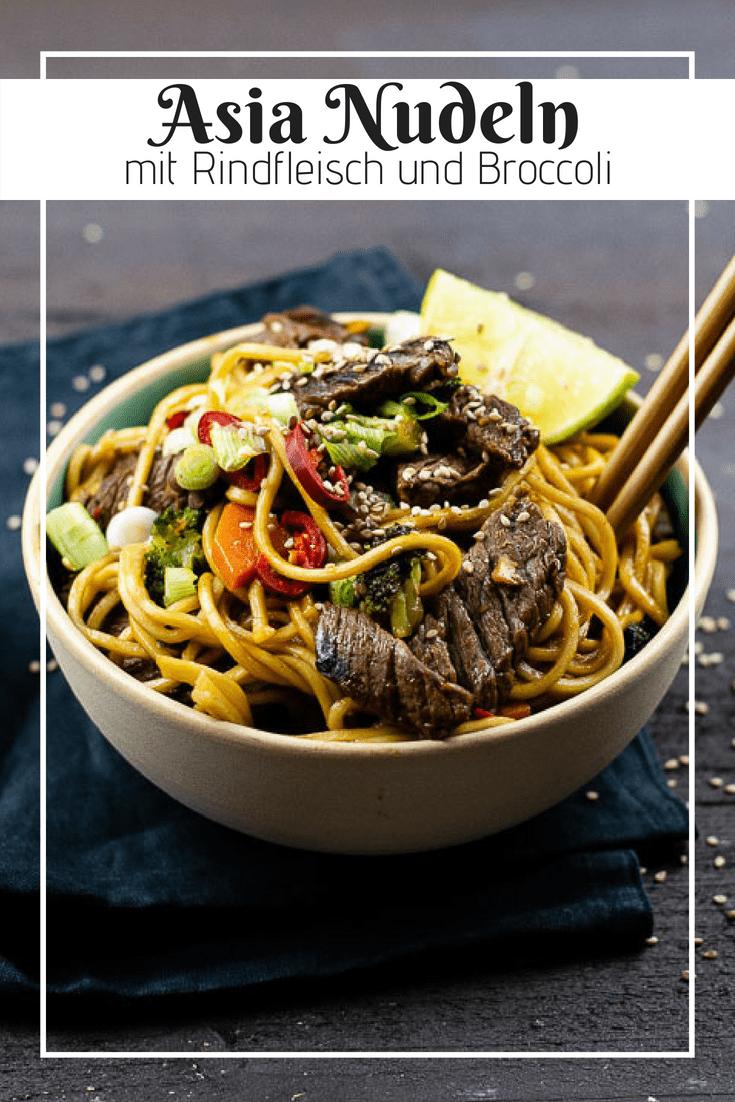 Gutes Soul Food muss würzig, heiß und lecker sein. Genau das sind diese würzigen Asia Nudeln mit saftigem Rindfleisch und knackigem Broccoli. Dabei dauert die Zubereitung nur knapp 15 Minuten und machen dieses FeelGood Food damit zum Idealen Wochentags Dinner.