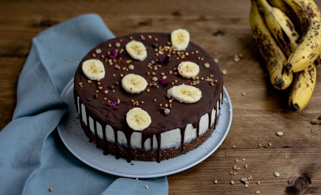 Eistorte mit Bananeneis und Schokolade