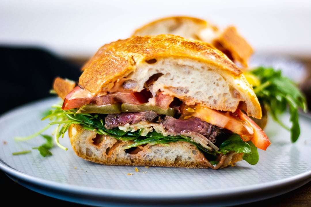 Steak Sandwich mit der besten, geheimen Sandwichsauce