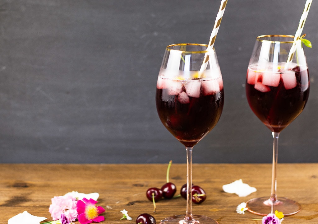 cocktail mit kirschsaft