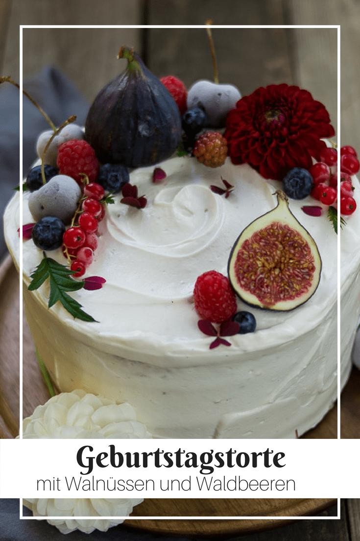 Ein Geburtstag muss gebührend gefeiert werden! Dazu gehört eine Geburtstagstorte. Mit einer Füllung aus Waldbeeren könnte diese Torte nicht leckerer sein