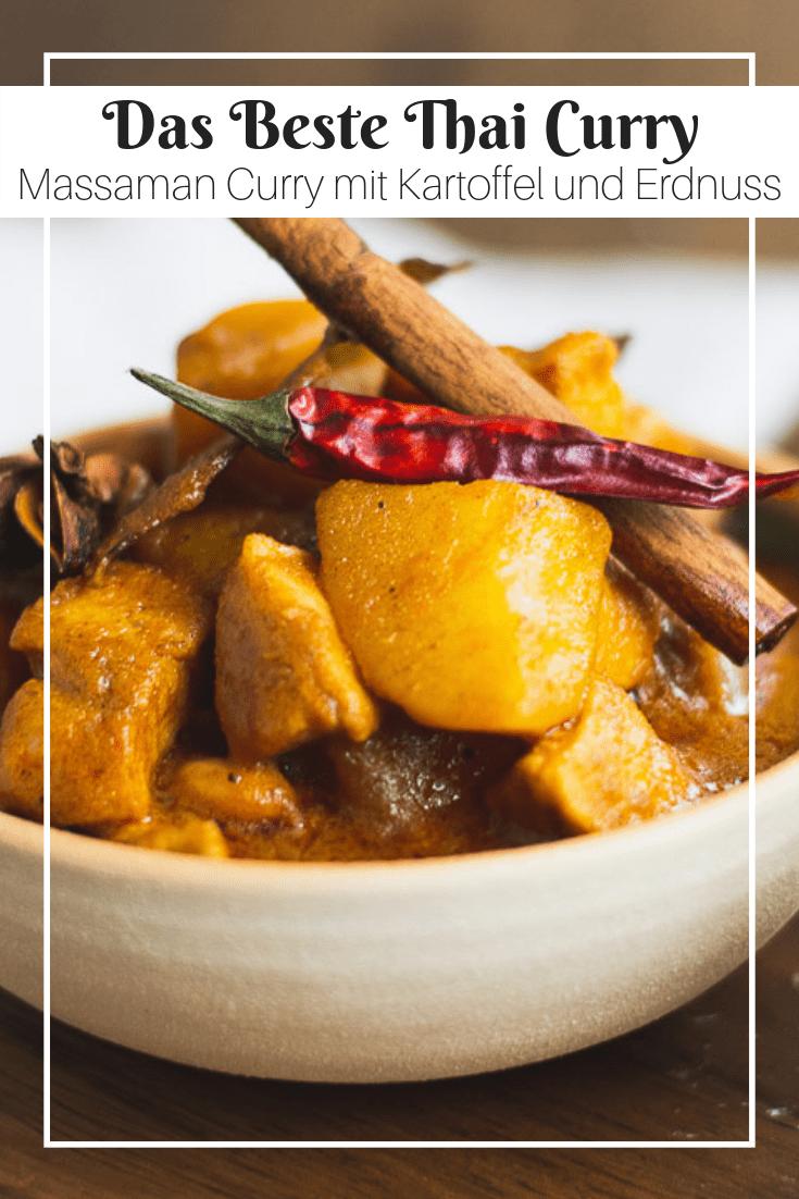 Saftiges Hühnerfleisch, Kartoffel und Erdnuss–das sind die Zutaten für das leckerste Thai Curry. Pikant, schön würzig und einfach unwiderstehlich lecker! #curry #thaicurry #chickencurry #thaicuisine #cooking #recipe #rezept
