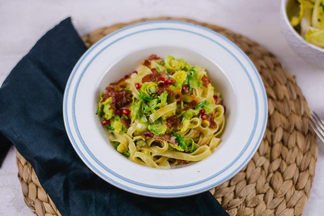 Pasta mit Rosenkohl und knusprigem Schinken