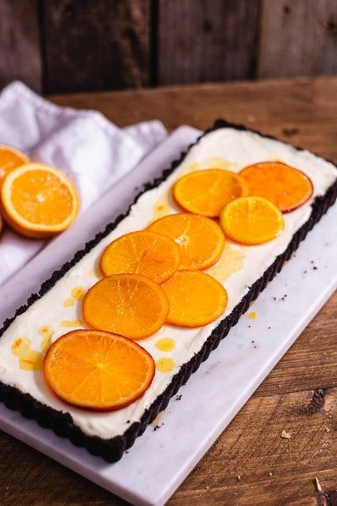 Orangentarte von der Seite