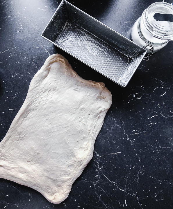 Teig Toastbrot geformt mit Form