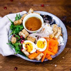 Buddah Bowl Rezept mit Erdnuss