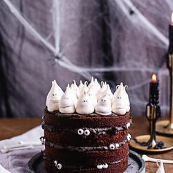 Halloween Torte mit essbaren Geistern